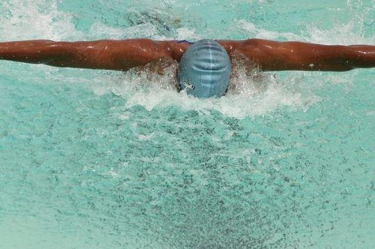 swimmer-407296_640