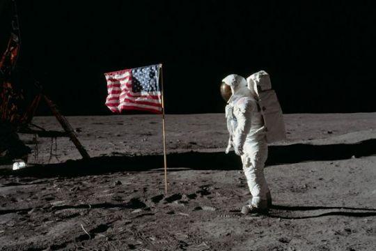 Apollo11-600